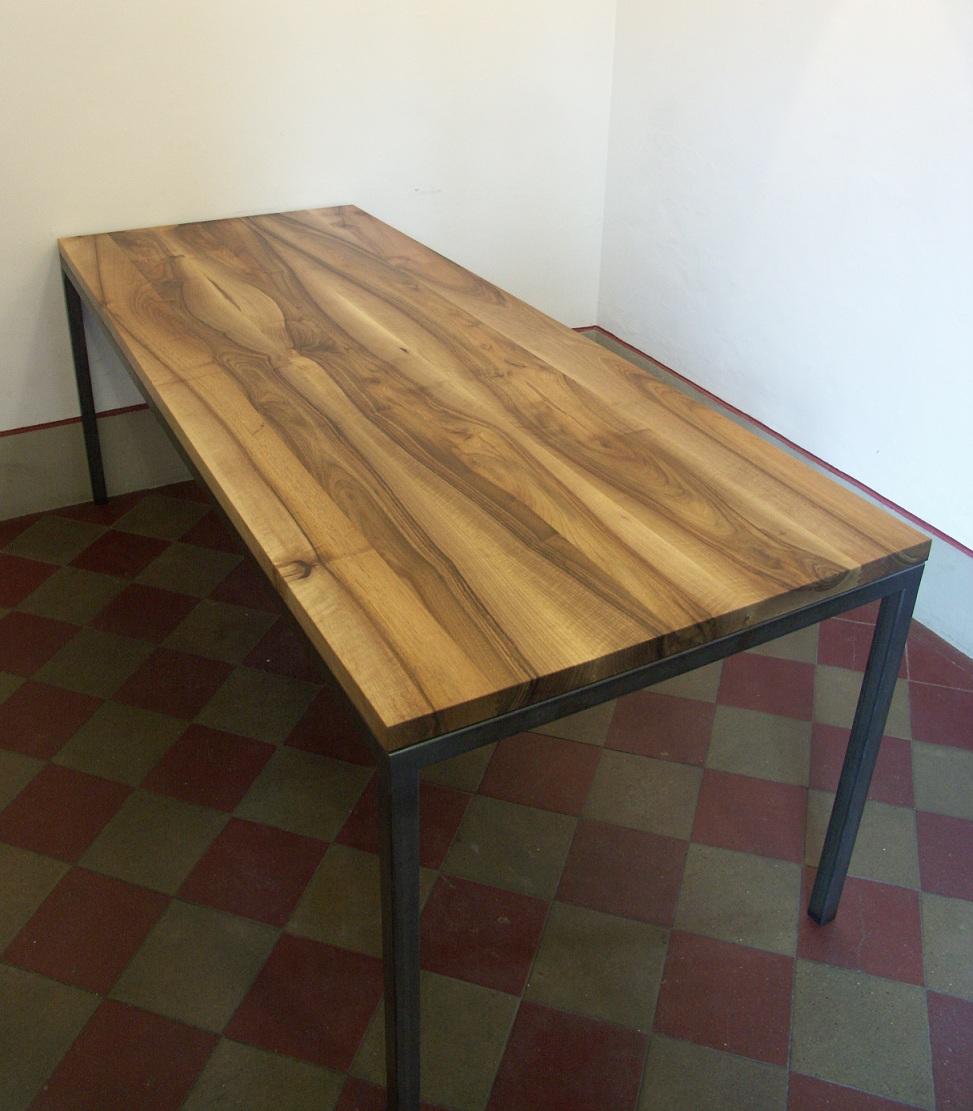 Nussbaumtisch 2 | Schreinerei Holzlabor Bern