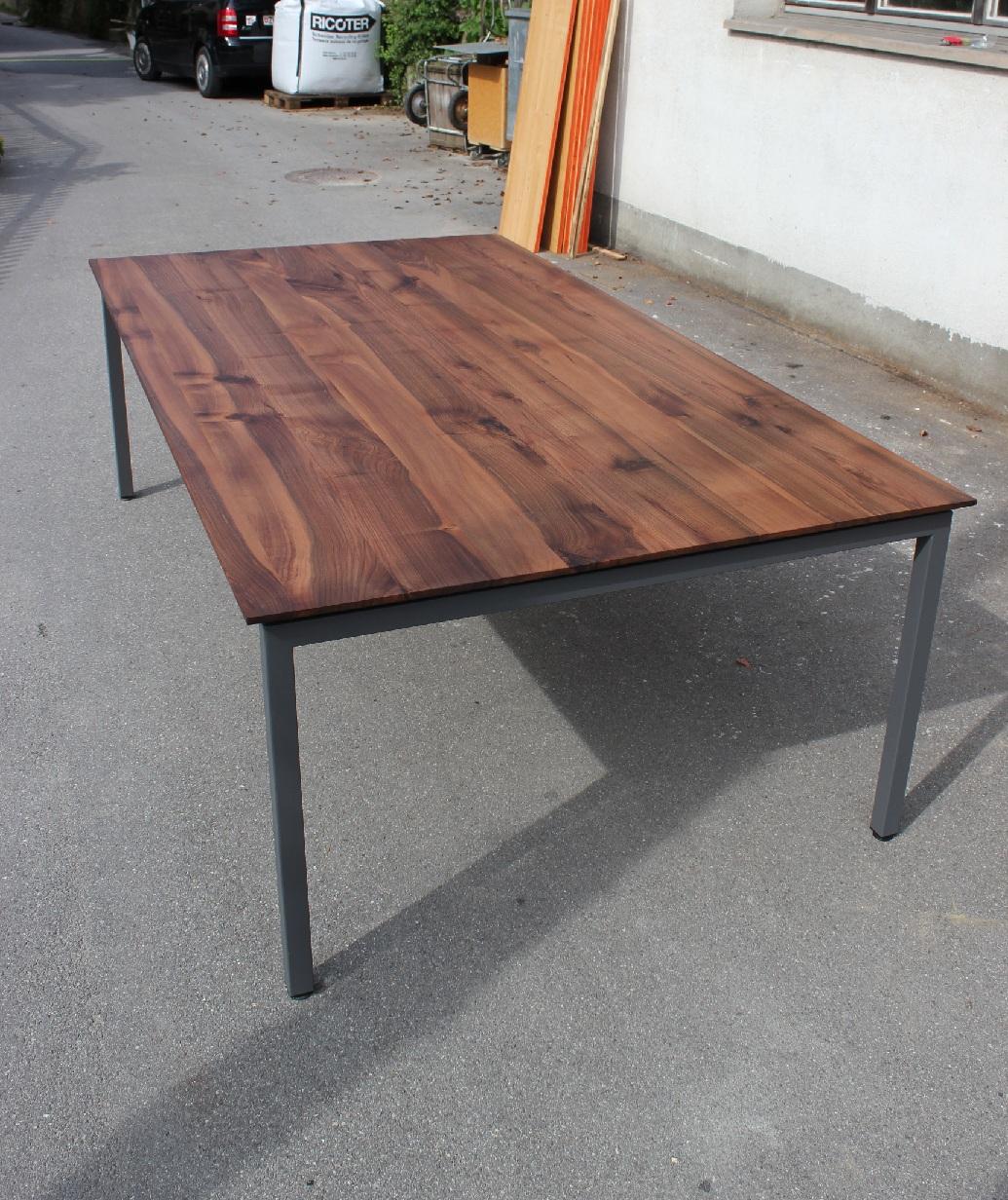 Nussbaumtisch 3 schreinerei holzlabor bern for Nussbaum tisch