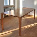 Kirschbaumtisch mit abmontierbaren Tischbeinen