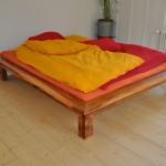 Bett aus Apfelholz